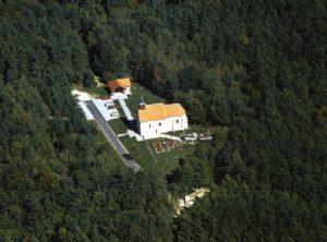 Cerkev sv. Ane v Boreci iz zraka